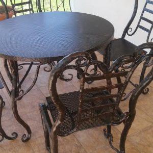 baldai apvalus stalas su kėdėmis