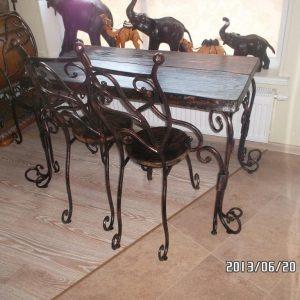 Svetainės stalas su kėdėmis