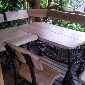 Pavėsinės baldai lenktas stalas su suolais